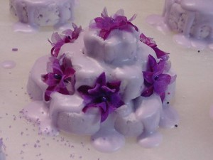 3-tiered Bubble Bar with silk flowers